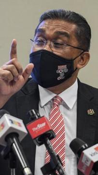 Takiyuddin declines to answer whether King revoked EOs