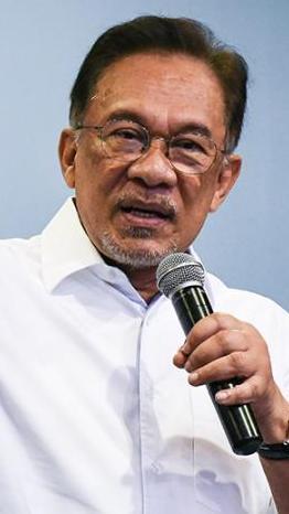 Wakil rakyat wajib guna duit sendiri bantu rakyat - Anwar